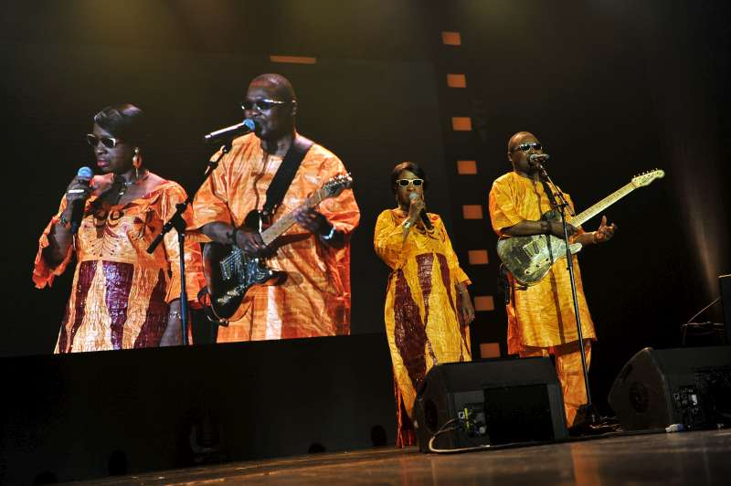 Grammy-nominated Malian musicians, Amadou & Mariam, perform at the 2013 Nansen Refugee Award ceremony.