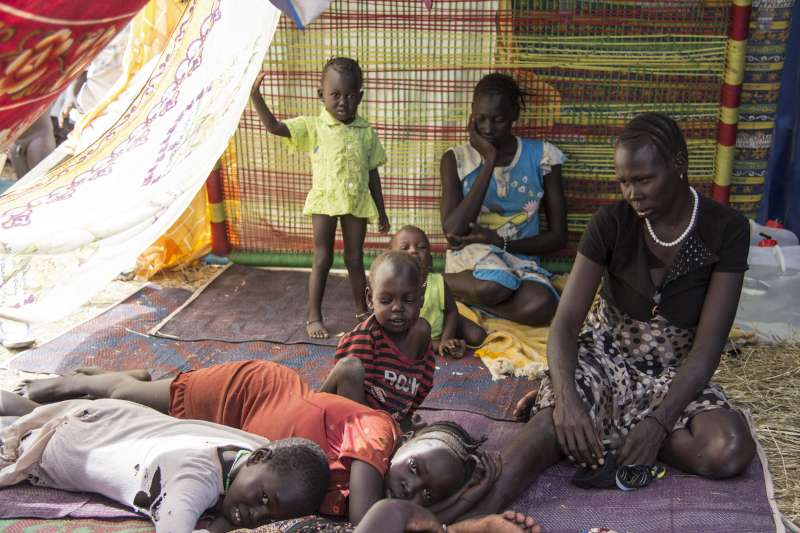 UNHCR - Thousands cross into Uganda to escape fighting in