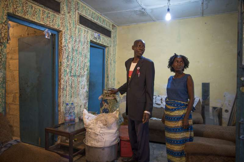 On the eve of their departure, Antonio and his sister Maria pack up their belongings in the house they were renting in Kinshasa.