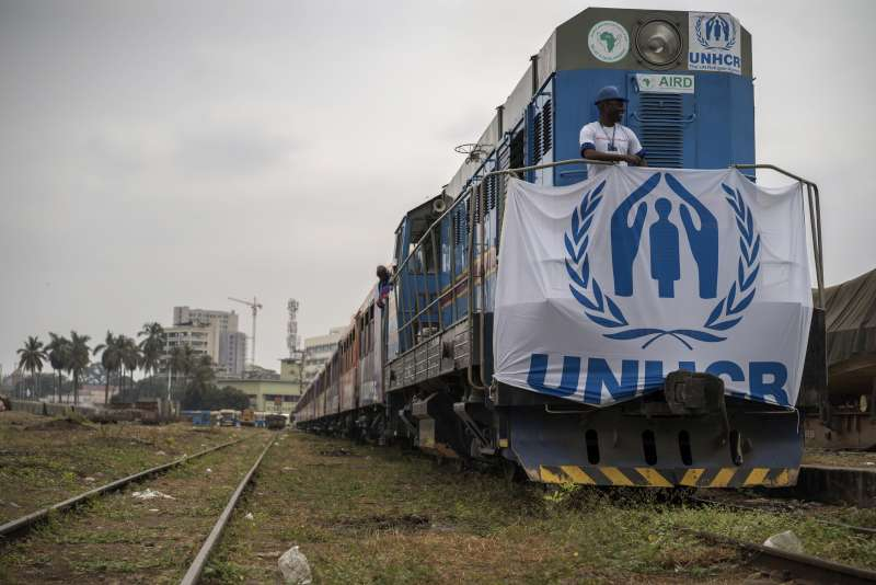 The train engine, pulling several carriages, heads out of Kinshasa carrying former Angolan refugees. They will take approximately 36 hours to reach the Angolan border by train and bus under UNHCR's voluntary repatriation programme.