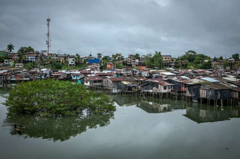 The Most Vulnerable: The shantytowns on the water's edge are the areas most affected by violence and displacement. Women and children are frequent targets. According to official figures, nearly 51,000 people in Buenaventura were forced to flee their homes due to armed violence from 2011 to 2013.