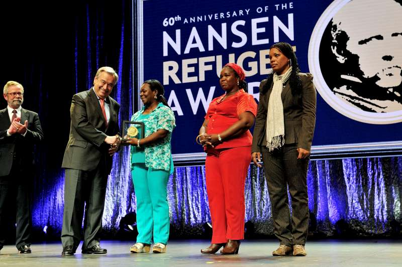 UNHCR António Guterres presents the Nansen Medal to three members of Butterflies, Mery Medina, Gloria Amparo and Maritza Asprilla Cruz at the Nansen Refugee Award ceremony.
