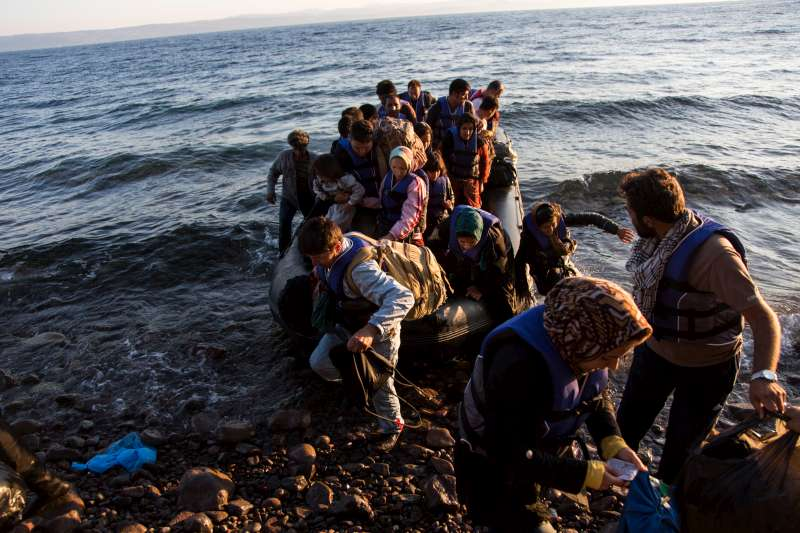 UNHCR - Crossings of Mediterranean Sea exceed 300,000