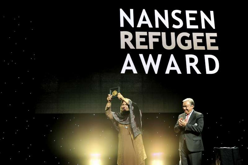 UNHCR presents Nansen Refugee Award to Afghan refugee teacher
