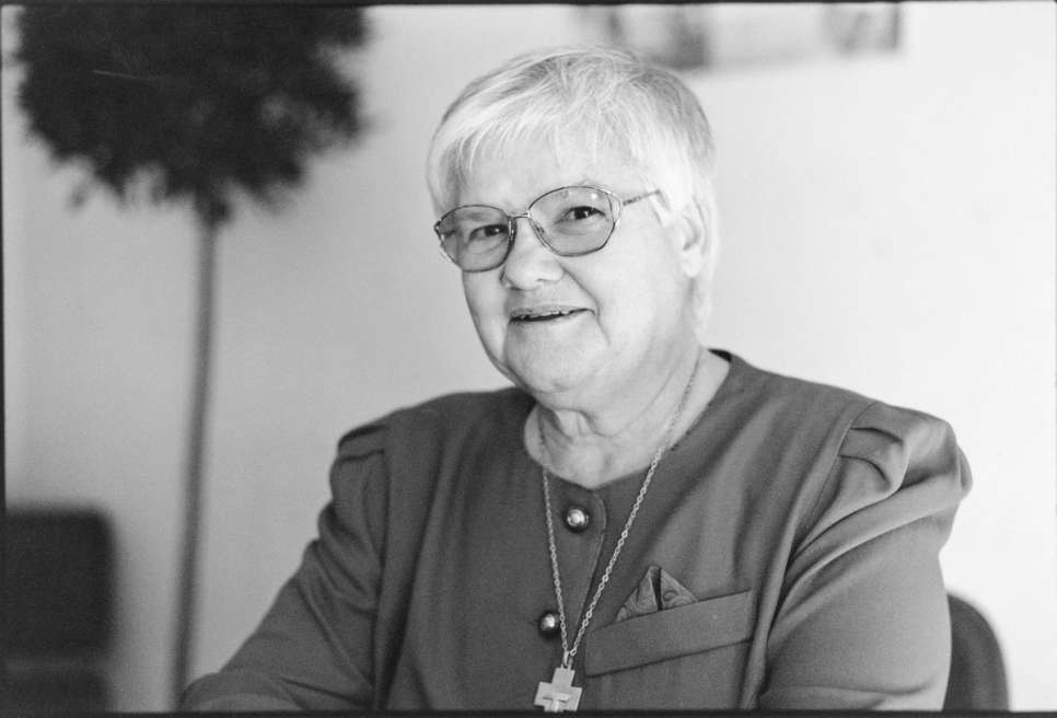1997 - Sister Joannes Klas, a member of the Sisters of Saint Francis, for her work on behalf of Guatemalan refugees. She went to work in El Tesoro camp in Honduras in 1982, after almost three decades of teaching in primary and secondary schools in the United States. In 1991, she was asked by refugees to go back with them to the Yalpemech area of Guatemala, where she became involved in programmes to improve the lives of the returnees.