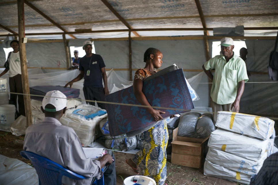 At Bili camp in Democratic Republic of the Congo, newly arrived refugees receive sleeping mats, blankets and bed nets.
