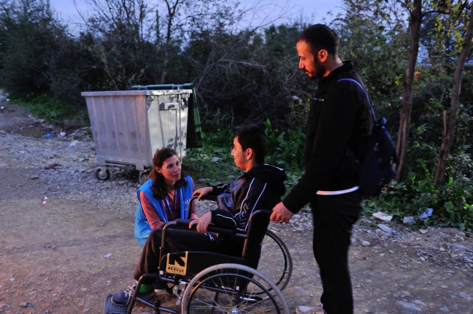 Alexandra, a UNHCR emergency response and protection officer, speaks with two brothers who fled Syria and have now crossed the border from Greece into the former Yugoslav Republic of Macedonia. She has arranged for an ambulance to take the brothers to Vinojug reception centre in Gevgelija, where they will be registered.