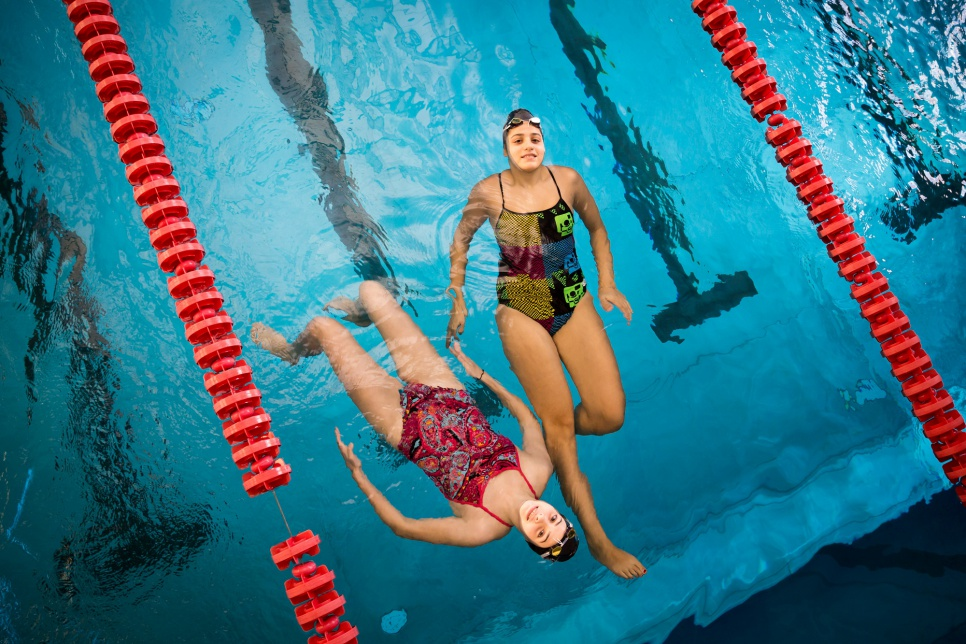 Sarah (age 20, right) and Yusra Mardini (age 17, left), during a training session at the swimming club Wasserfreunde Spandau 04.