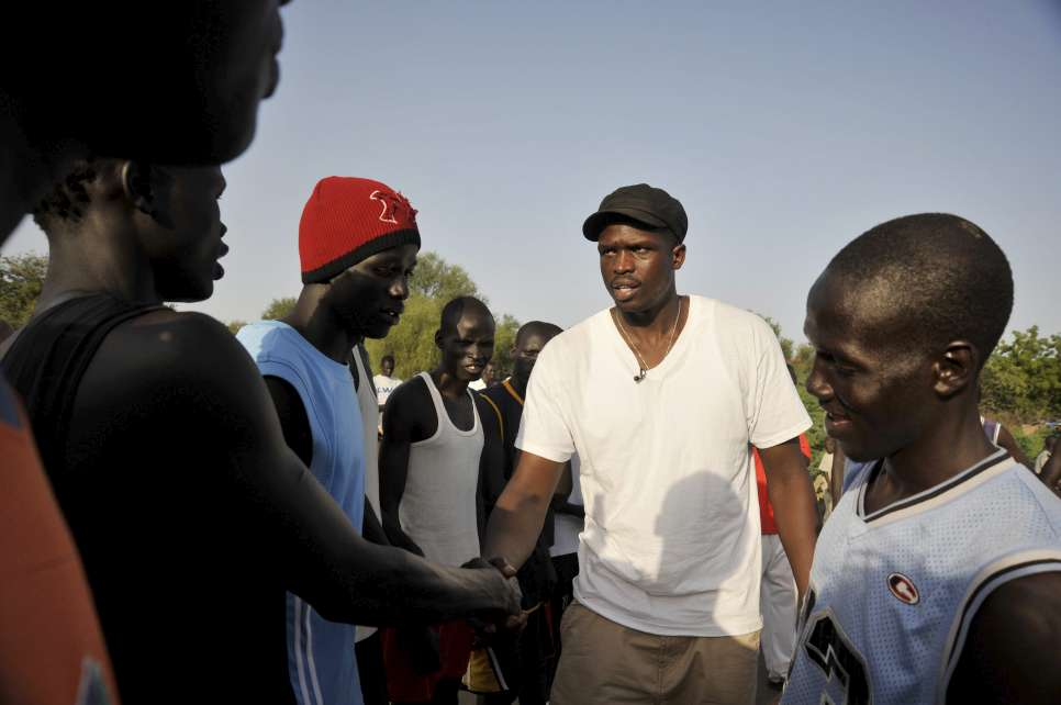 Kenya / Luol Deng meets basketball players, refugees in Kakuma refugee camp, Kenya. / UNHCR / R. Gangale / July 2010
