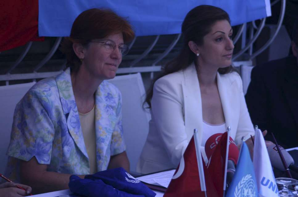 Turkey / At a press meeting in Istanbul when Muazzez Ersoy was announced as a nominee for Goodwill Ambassador, on 30 May 2006. With Ms. Gesche Karrenbrock, UNHCR Representative for Turkey (left).