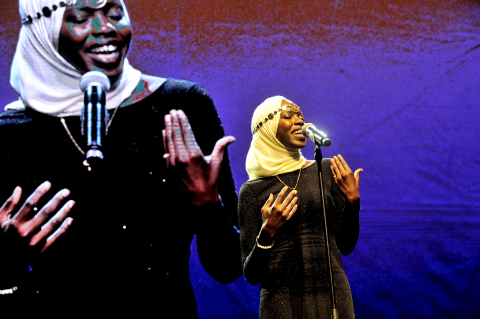 The reigning World Poetry Slam Champion, Emi Mahmoud, performs at the 2016 Nansen Refugee Award ceremony.