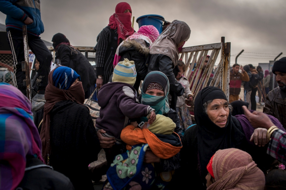 Iraq. Internally displaced Iraqis reach safety of camp