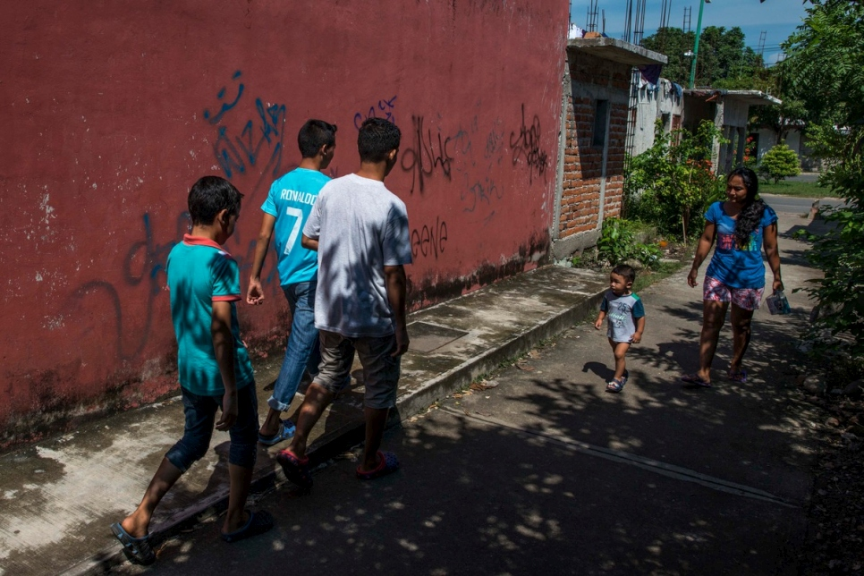 Mexico. Young refugees flee gang violence in El Salvador