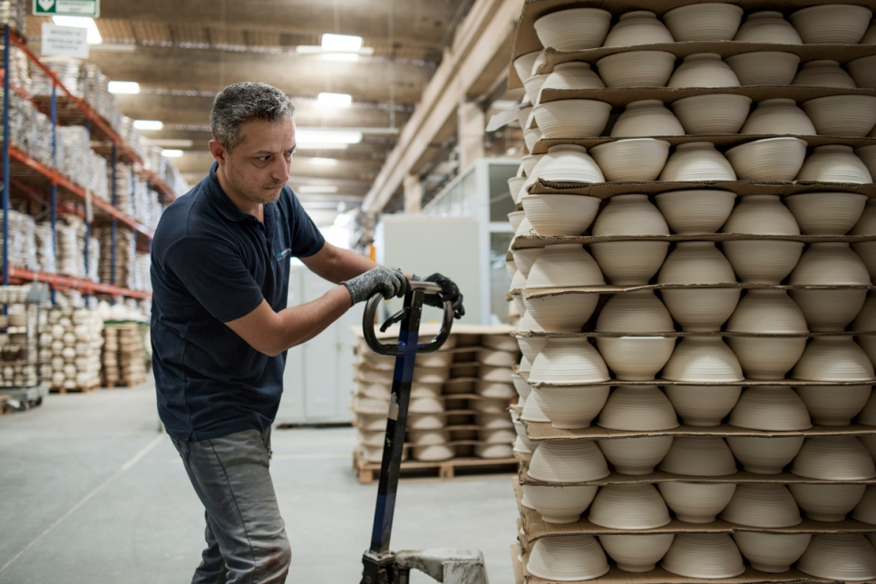 Duret at work in the Matt Ceramica Factory, Batalha.