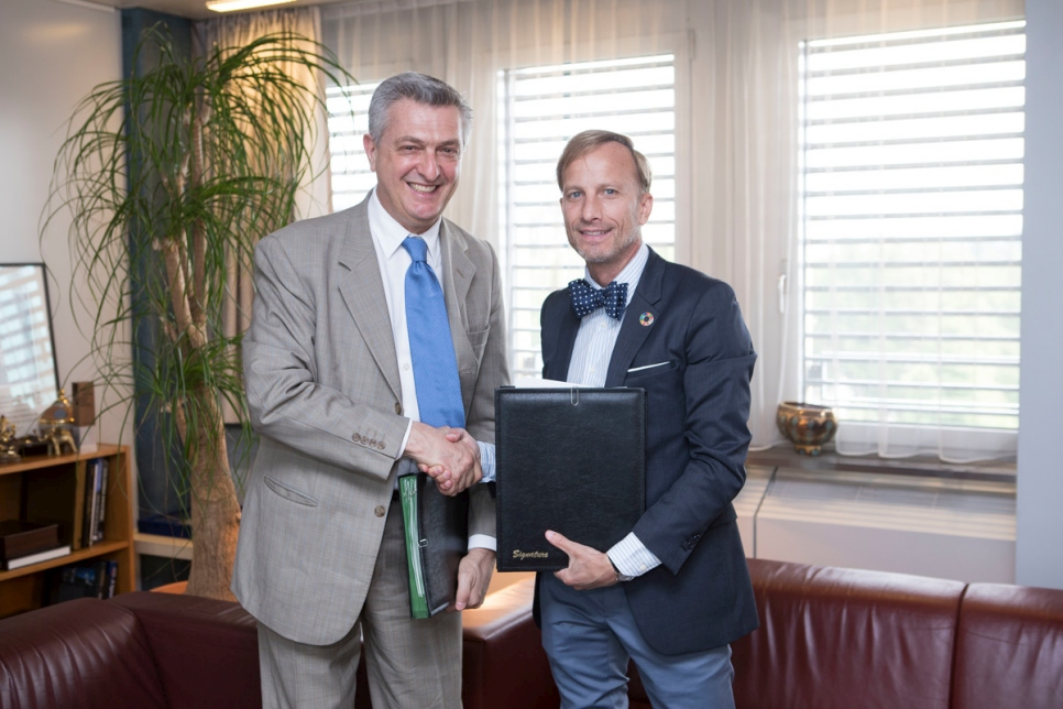 Switzerland. UNHCR and Global Fund sign MOU