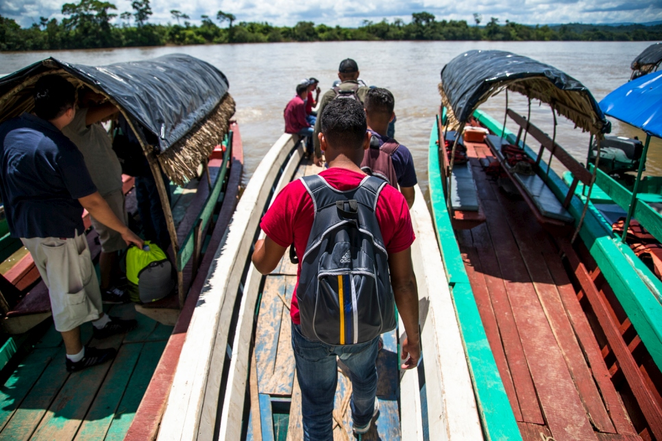 Hoping to reach the United States to claim asylum, a group of young Honduran refugees and migrants board a boat on the banks of the Usumacinta river in the town of La Técnica, Guatemala. They will be charged 150 quetzales (about 20 dollars) to cross to Mexico on the other side. September, 2016