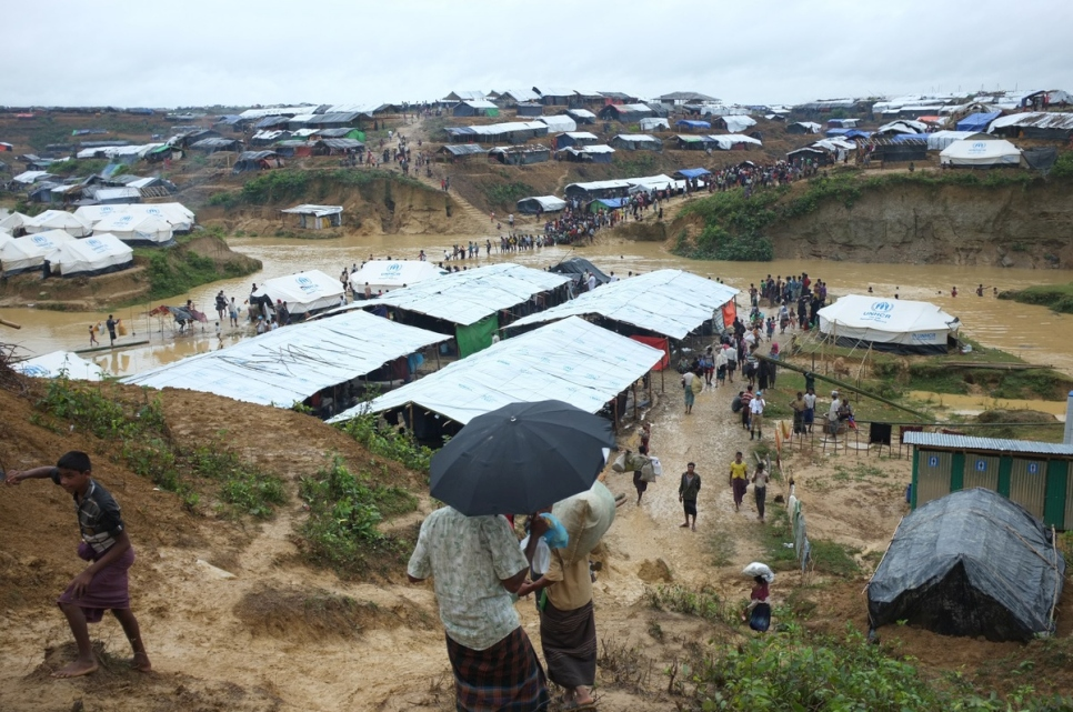 Bangladesh. Rohingya refugees find shelter in new site