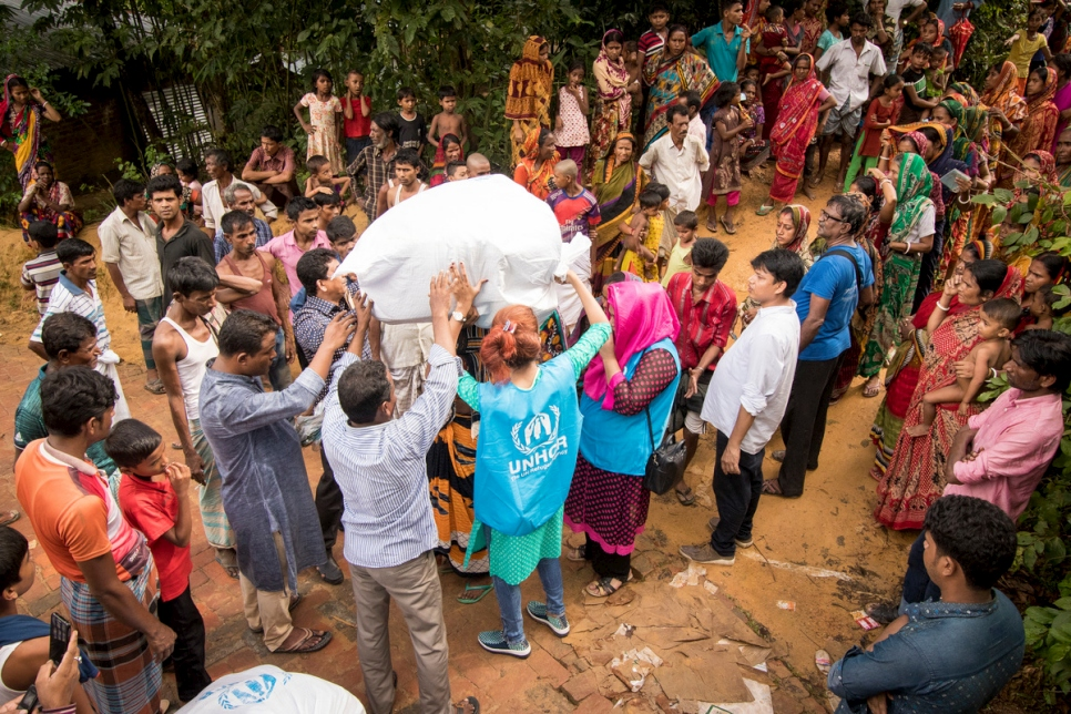 Bangladesh. Hindu minority swept up in Myanmar violence receive aid