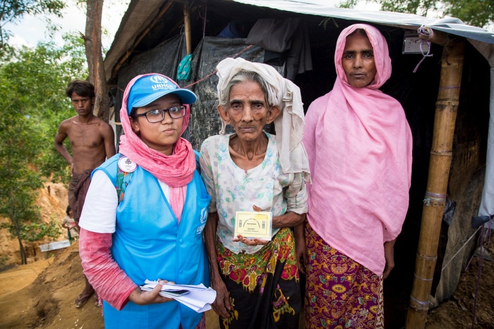 Bangladesh. UNHCR teams gather data to help Rohingya refugees