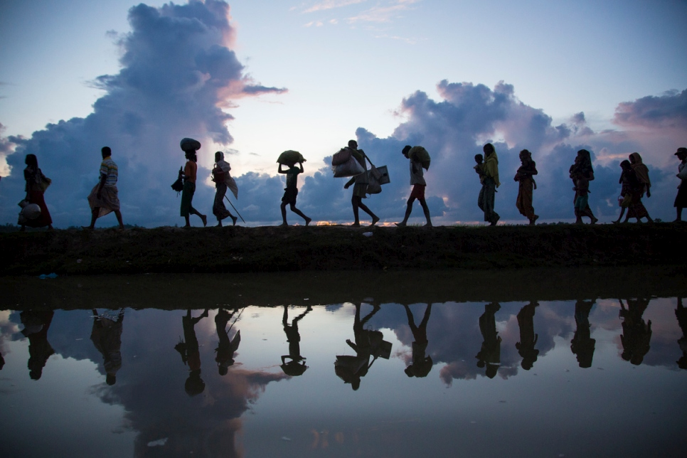 Rohingya refugees cross the border from Myanmar near Anzuman Para village. Bangladesh, in October 2017.