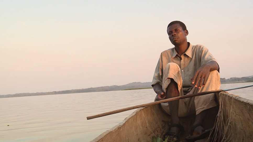 Central African refugees, exiled across the river, long for home