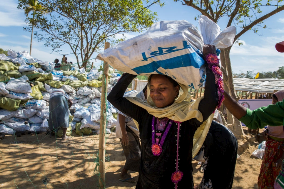 Bangladesh. Rohingya refugees receive sustainable cooking fuel