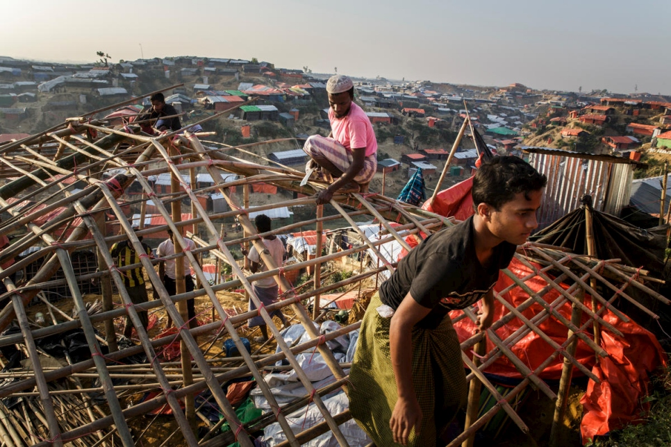 Bangladesh. Rohingya adapt to new lives in refugee camps