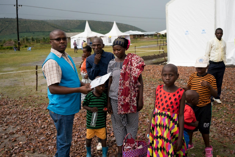Uganda. Congolese and Rwandese refugees in Oruchinga at UNHCR verification centre.