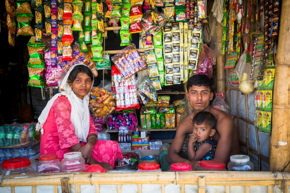 Bangladesh. Rohingya traders open for business