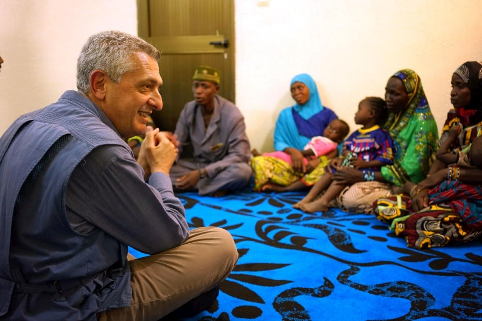 Refugees who fled Niger speak with UN High Commissioner for Refugees Filippo Grandi during his visit to Gao in northern Mali.