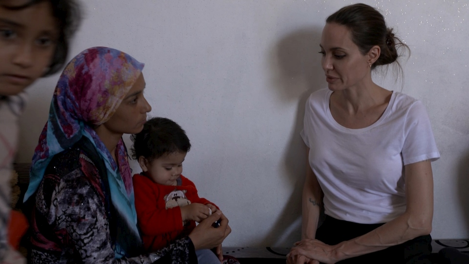 Iraq: Angelina Jolie visits single mother of five in Domiz Camp
