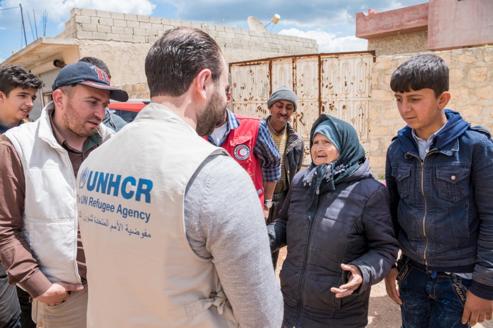 Syria. UNHCR staff assess needs of displaced from Afrin