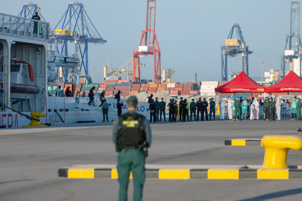 The first migrants from the Aquarius ship arrive at the port of Valencia on an Italian ship, the Dattilo.