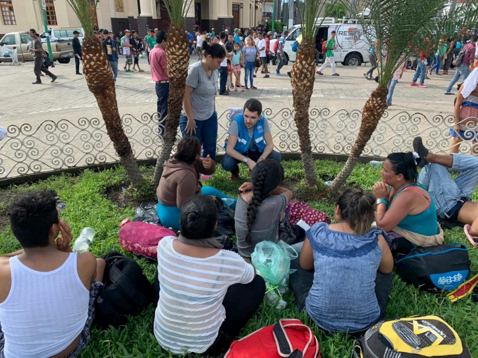 Mexico. UNHCR staff assist new arrivals from Honduras