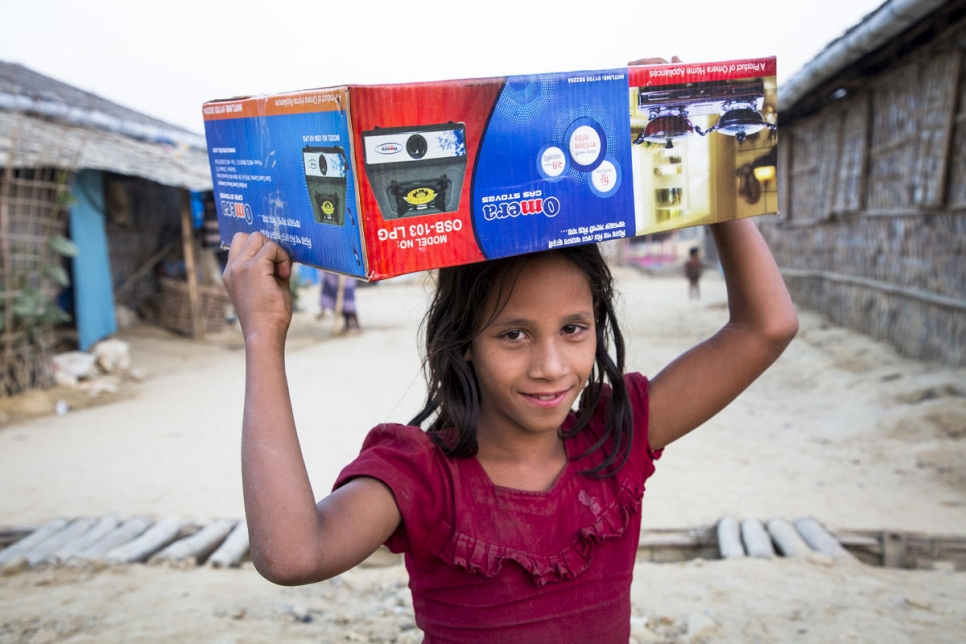 Bangladesh. Rohingya Receive Gas Stoves