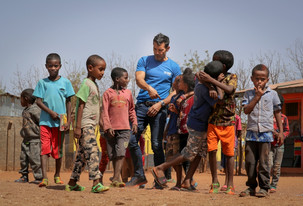 In 2018, UNHCR Goodwill Ambassdor Jesús Vazquez visited the Shire refugee camps (north of Ethiopia), where 900,000 refugees dwell.