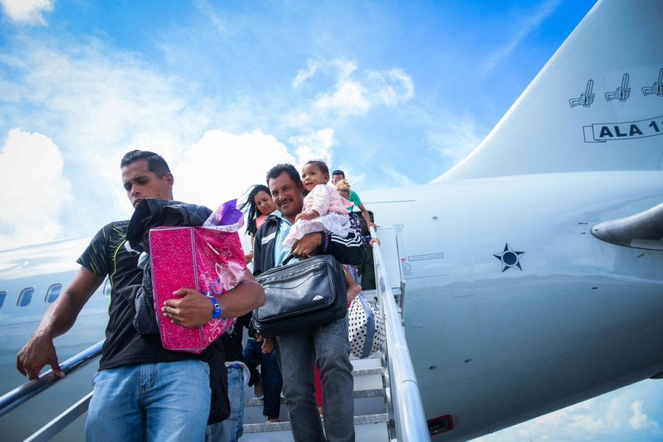 Relocation flight moves 225 Venezuelans to 14 different Brazilian cities for the Interiorization Programme