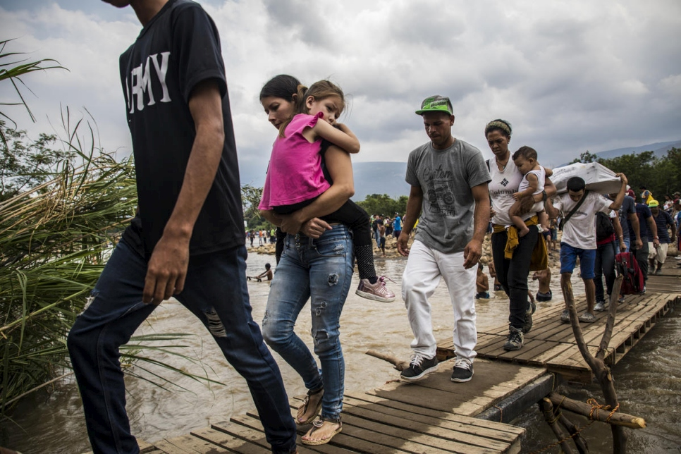 Colombia. Venezuelans risk life and limb to seek help