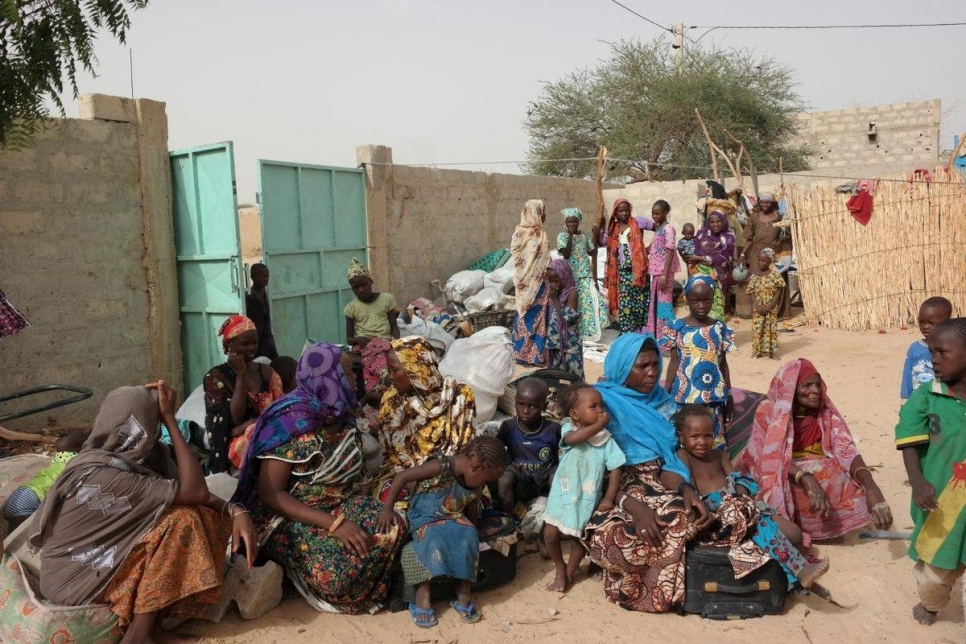 Niger. UNHCR field team register newly displaced persons