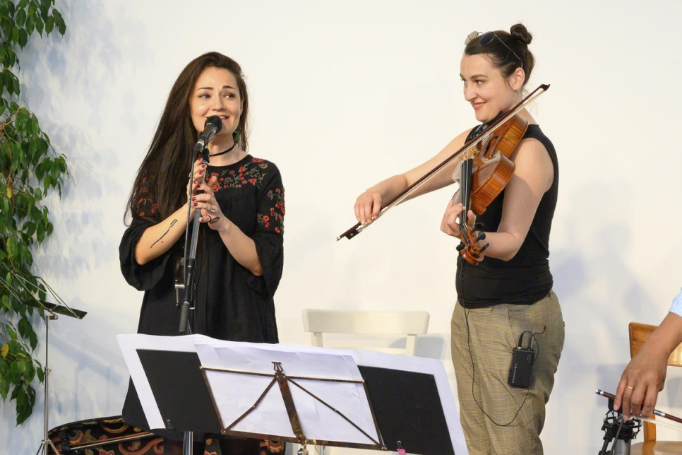 Unhcr Nervous Refugee Sings At Music Workshop With Cellist Yo Yo Ma