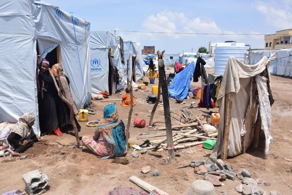 Yemen. UNHCR helps displaced families affected by heavy rain in Aden