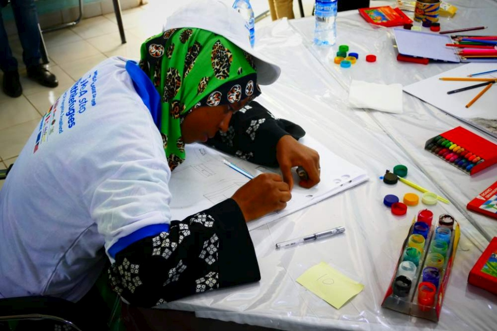 A young girl paints during a fun day organized by UNHCR in Hargeisa to commemorate World Refugee Day.