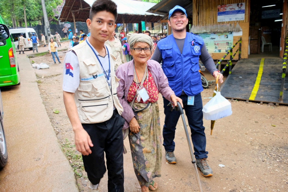 Thailand. Voluntary returnees leave shelters, bound for Myanmar