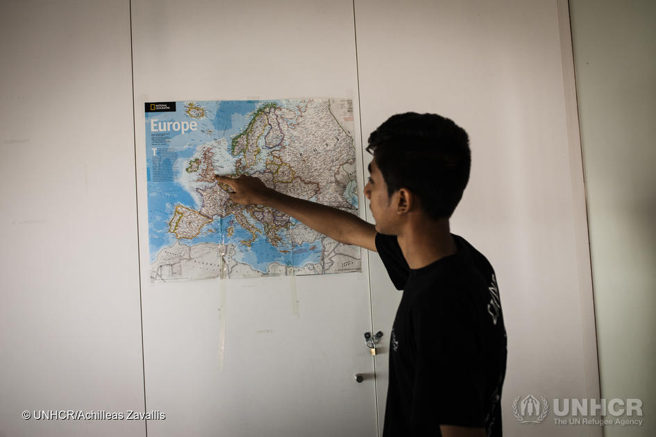 At a shelter for unaccompanied minors run by UNHCR's partner organisation Praksis, 14-year-old Waris points to the UK on a map of Europe