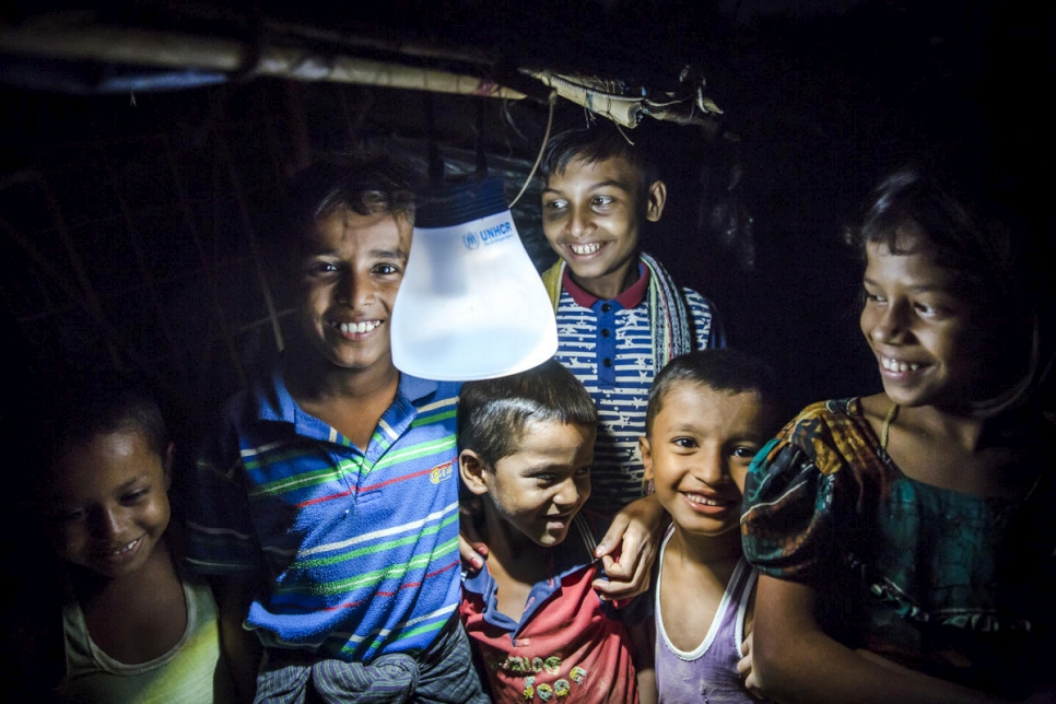 Bangladesh. Aid continues to arrive for Rohingya families