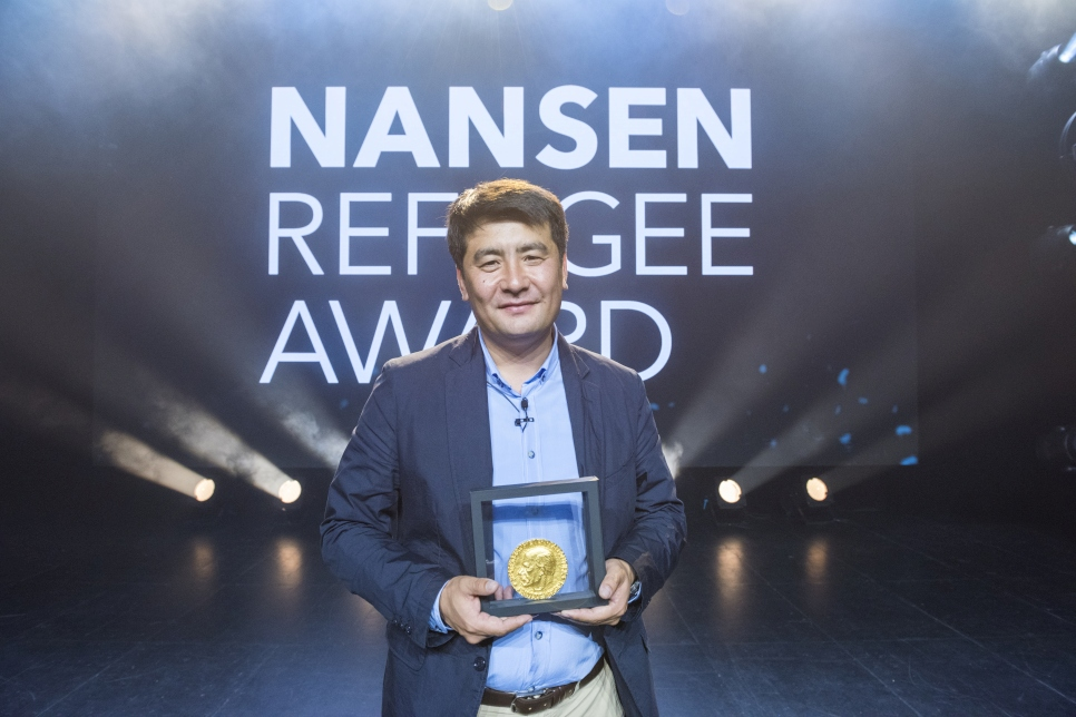 Human rights lawyer Azizbek Ashurov receives the 2019 Nansen Refugee Award. Through his organisation Ferghana Valley Lawyers Without Borders (FVLWB), he has helped well over 10,000 people to gain Kyrgyz nationality after they became stateless following the dissolution of the Soviet Union. Among them, some 2,000 children will now have the right to an education and a future with the freedom to travel, marry and work. His work has been central to Kyrgyz Republic in becoming the first country in the world to end statelessness