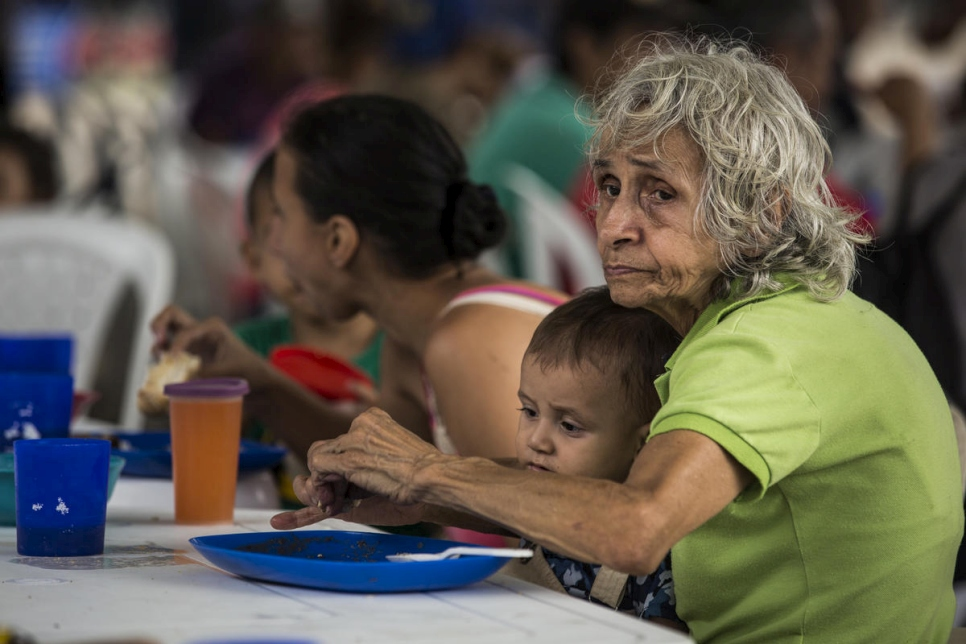 Colombia. Venezuelans risk life and limb to seek help in Colombia