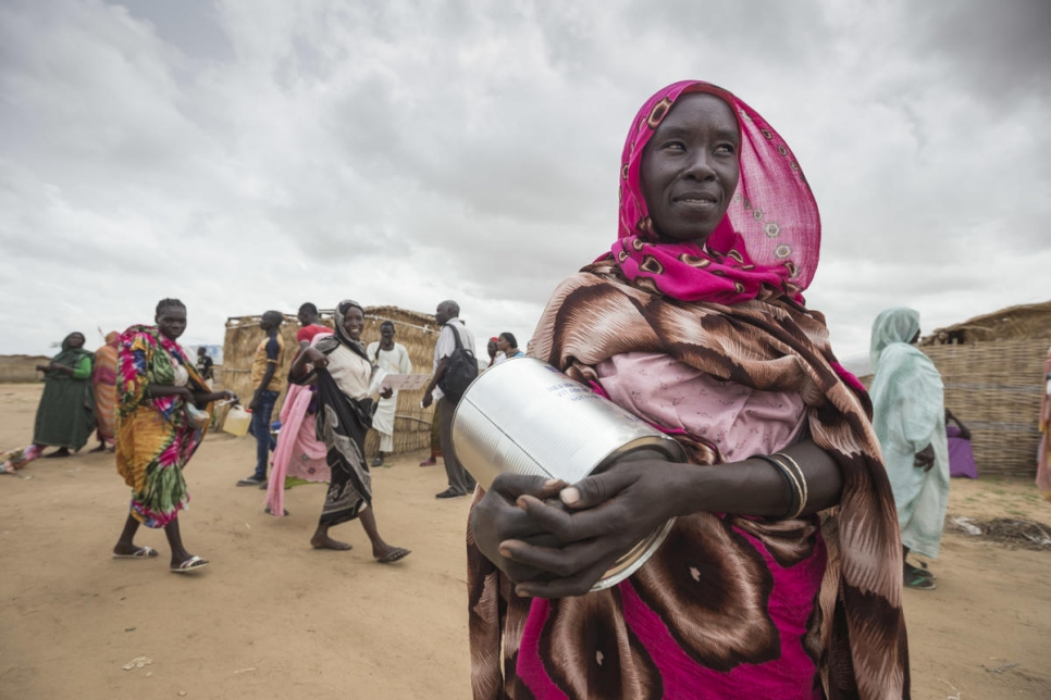 Sudan. South Sudanese refugees await High Commissioner's visit
