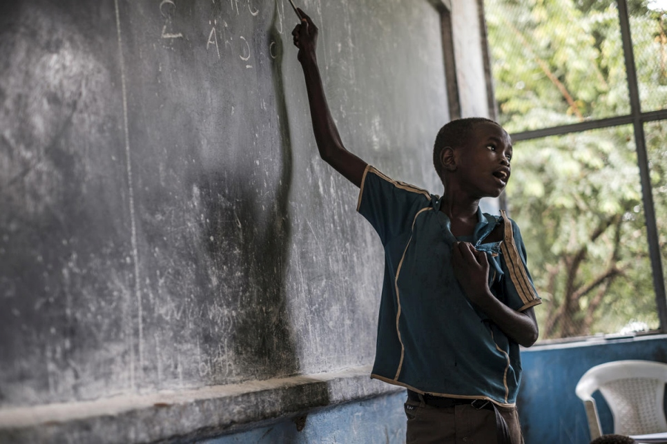 Ethiopia. South Sudanese refugee dedicates his life in exile to teaching children