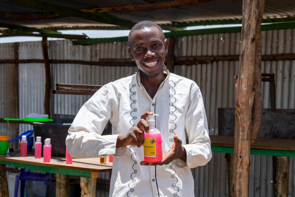 Kenya. Refugee fights coronavirus one bottle of soap at a time